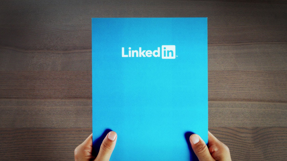 How to Build A Massive, Influential LinkedIn Network This Year.